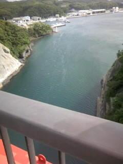 対馬を結ぶ赤橋
