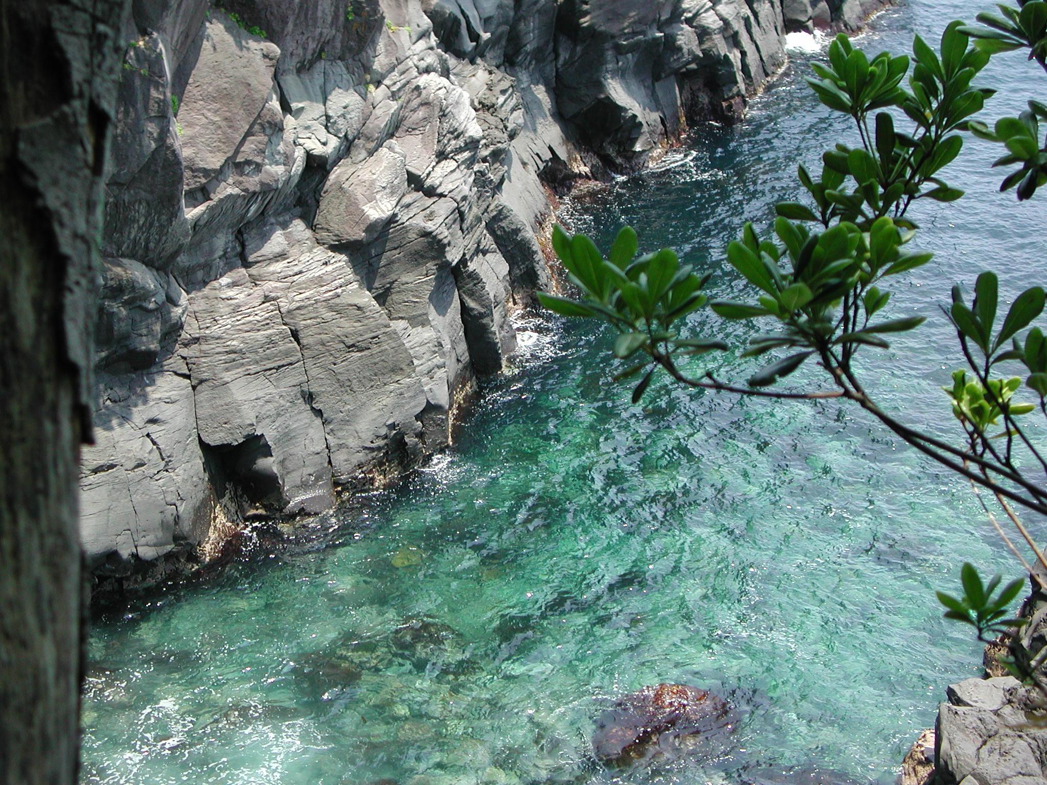 ?城ケ崎海岸、海の色に魅せられます?