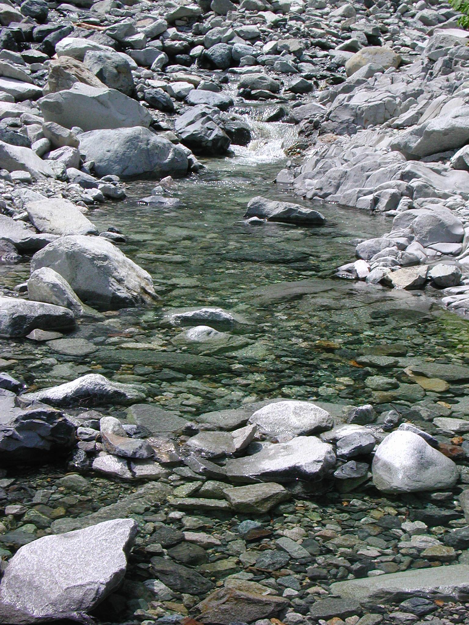 ?冷たい最高の水、素晴らしい風景とともに?