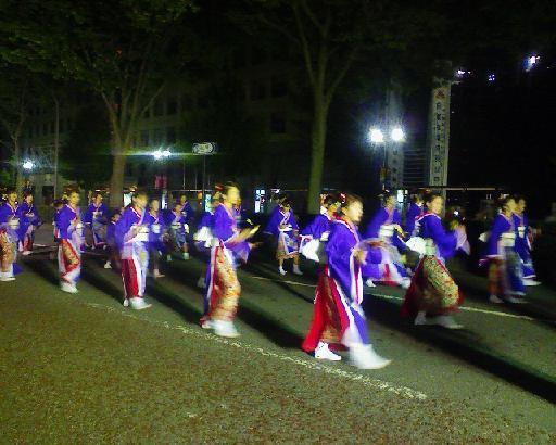 富山城公園前でよさこい祭り