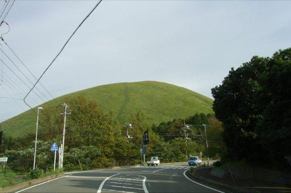 独特の存在感のある大室山