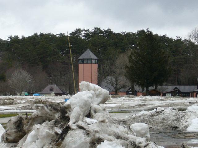 残雪と寒風