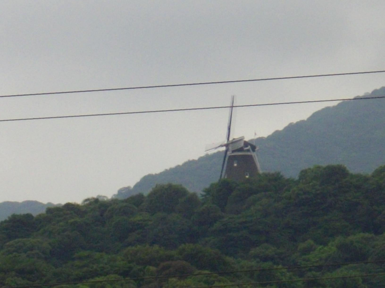 巨大な風車?