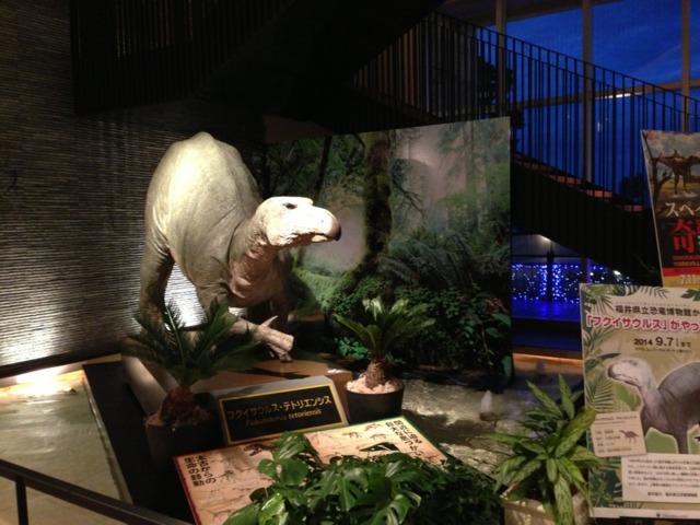 ホテルユニバーサルポート 館内には夏休み限定で恐竜が!けっこうリアル。