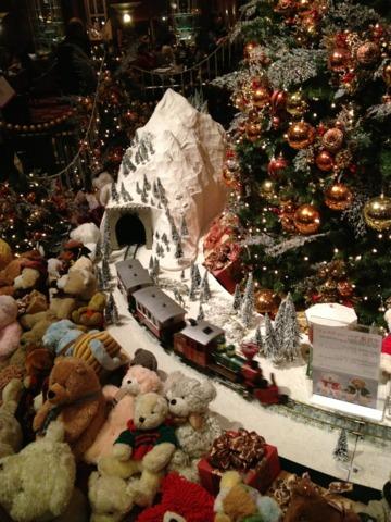ウェスティンホテル東京 2012年のクリスマスツリー。ここ何年かは毎年同じデコレーションの様子。可愛くて素敵でした。