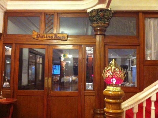 日光金谷ホテル ダイニングルームの入り口。