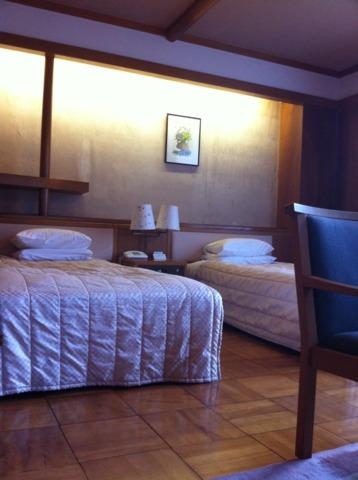 日光金谷ホテル 和洋折衷な部屋。天井が高いので開放感ありました。