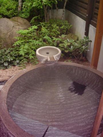 昔心の宿金みどり 離れの貸切露天風呂 石楠花。こじんまりしたお風呂でしたがお湯は良いv