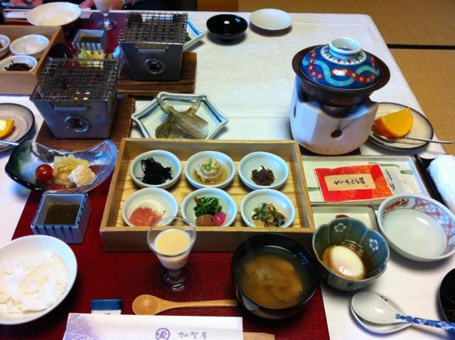 加賀屋 朝食もお部屋食で。品数が多く豪華でした。