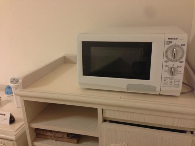 三井ガーデンホテルプラナ東京ベイ バルコニールーム 部屋に電子レンジが常設で便利
