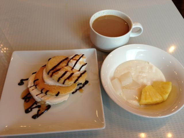 ホテル近鉄ユニバーサル・シティ 朝ごはんはバイキング。焼きたてのパンケーキが美味しかった!自分でトッピングできるのが楽しい。