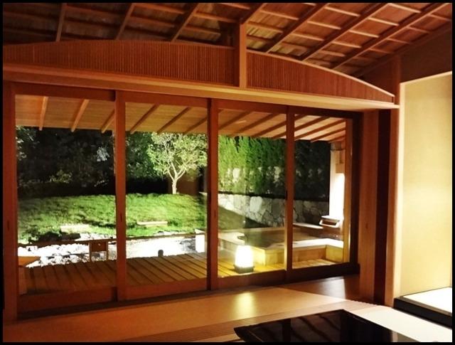 赤沢迎賓館 夜のライトアップされたお庭