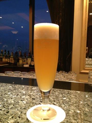 ウェスティンホテル東京 22階ザ・バーからは控えめに夜景が見えます。遠く東京スカイツリーも見えました。