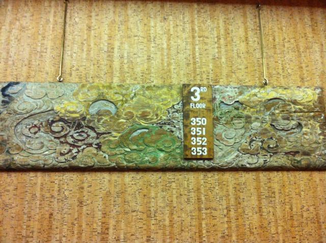 日光金谷ホテル エレベーターホールにあったフロアの案内板も年代ものっぽい。