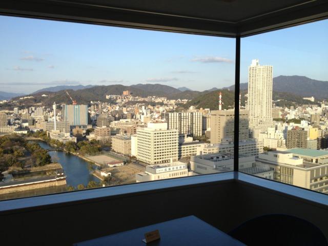 リーガロイヤルホテル広島 山側の眺望がのぞめる客室でした。