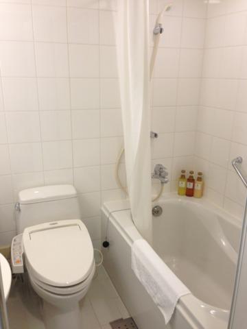 ホテル近鉄ユニバーサル・シティ お風呂とトイレ。