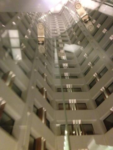 ザ・プリンス パークタワー東京 タワー内は吹き抜けになっていました。写真はエレベーターから吹き抜けを臨む。