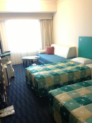 ホテル近鉄ユニバーサル・シティ 客室はカジュアルツイン。グリーンベースで明るい雰囲気でした。
