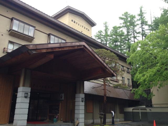 白船グランドホテル 山奥の山道の道端におもむろに建ってました。