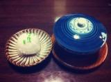 山のホテル夢想園 客室のお茶菓子。赤司菓子舗の柚子饅頭は、由布院産の柚子を使っているそうです。小鹿田焼きの小皿もかわいい。