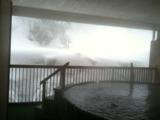 ホテルおがわ 雪の中の露天風呂!湯船は檜の樽でジャグジー仕様。雪のしんとした音とお湯の音で最高にリラックスしました。