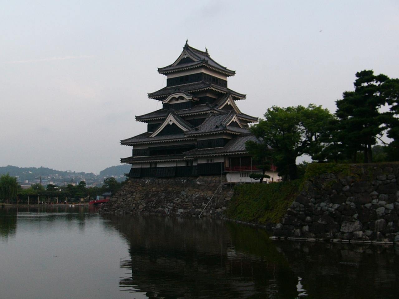 早朝の松本城