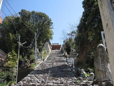 長〜い石段