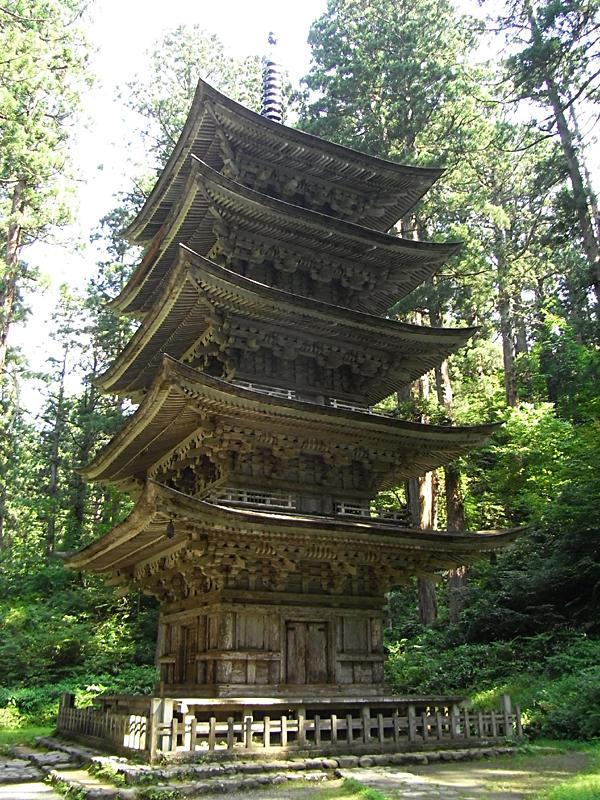 不思議な五重塔