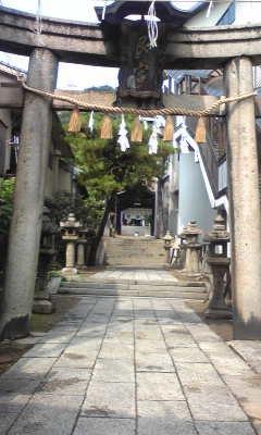 道脇に神社・仏閣が