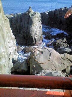 鵜戸神宮の運試しの岩