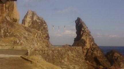 夫婦(めおと)岩を紹介