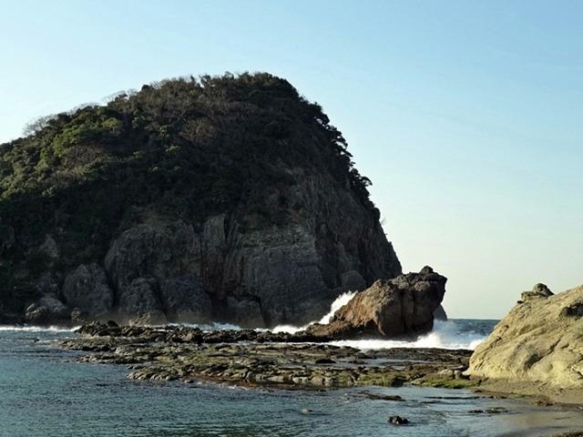 いまご荘 櫂の詩 今子浦海岸の千畳敷とかえる岩