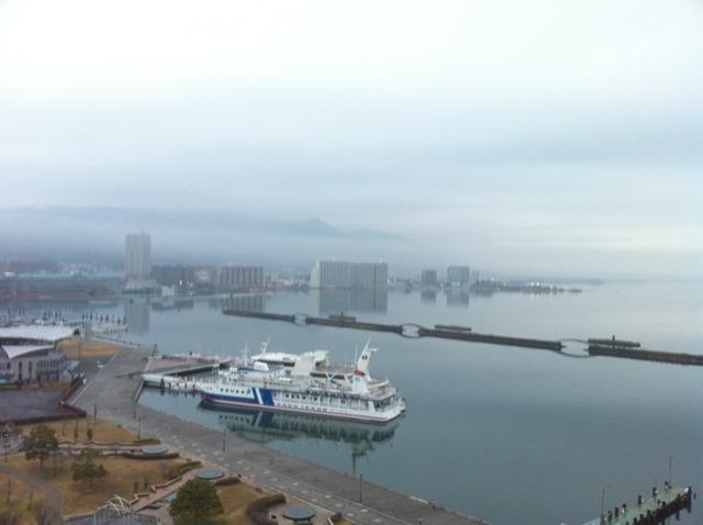 琵琶湖ホテル 部屋から琵琶湖が一望できます。この日はあいにく曇りでしたが。大浴場、露天風呂からも琵琶湖が見渡せて開放感ありました。