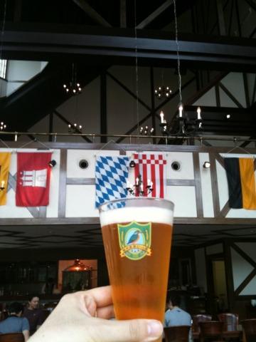 ロイヤル胎内パークホテル 緑豊かな胎内リゾート内、ホテルから川を挟んだ向側にある胎内高原ビール園で本格地ビールを堪能。ヴァイツェンが美味しかった!残念ながらレストランは2011/3月から休業。地ビールの販売のみしているそうです