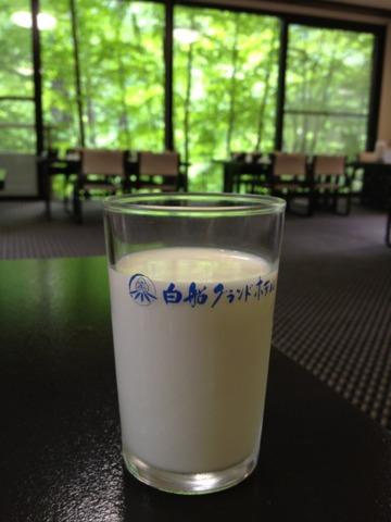 白船グランドホテル 朝食の何気無い牛乳が美味しかったです。