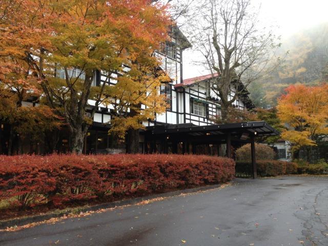 万平ホテル 夏はもちろん、紅葉の季節もいいですよー