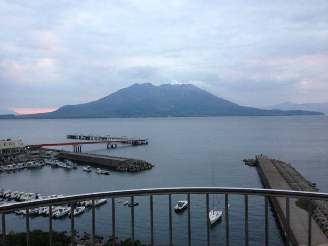 レンブラントホテル鹿児島 ベランダから錦江湾が一望出来て、桜島が正面に見えます!オススメは、泉質最高の温泉スパと朝食バイキングの鶏飯(けいはん)です。