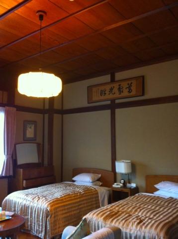 富士屋ホテル 和洋折衷な花御殿の客室。広くてくつろげます。