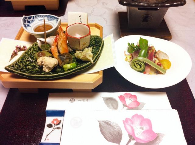 加賀屋 夕食は部屋食で。能登の新鮮な海産や季節の食材を活かした見た目も美しい和会席でした。