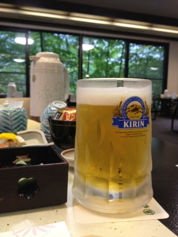 白船グランドホテル 夕食に生ビールを頼んだら、ジョッキでした!風呂上りのジョッキビールは美味しかった〜