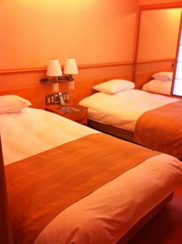 加賀屋 和室の他にベッドがある洋室もあり、寝る場所は和室で布団か洋室でベッドか、選ぶことができました。
