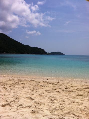 ケラマテラス 阿波連ビーチ。朝と午後遅い時間は沖縄本島からの日帰りの方が少なくなるので、更におすすめ。