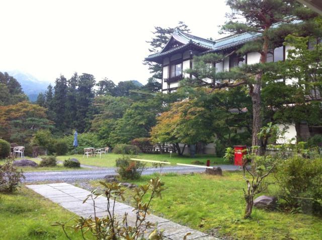 日光金谷ホテル 庭を散歩。日光の山や川が近い。