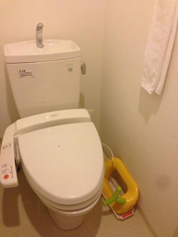 三井ガーデンホテルプラナ東京ベイ トイレには子供用の補助器も、細かな気配り