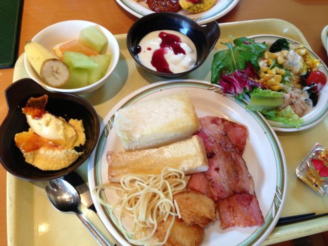 三井ガーデンホテルプラナ東京ベイ ブッフェの朝食、ハニートーストとクレームブリュレが人気のよう。朝からブリュレはリッチで美味しかった